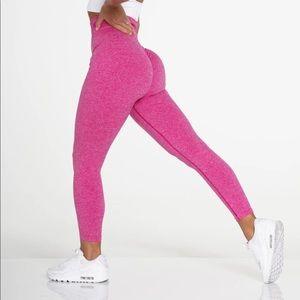 NWT nvgtn fuchsia scrunch booty leggings
